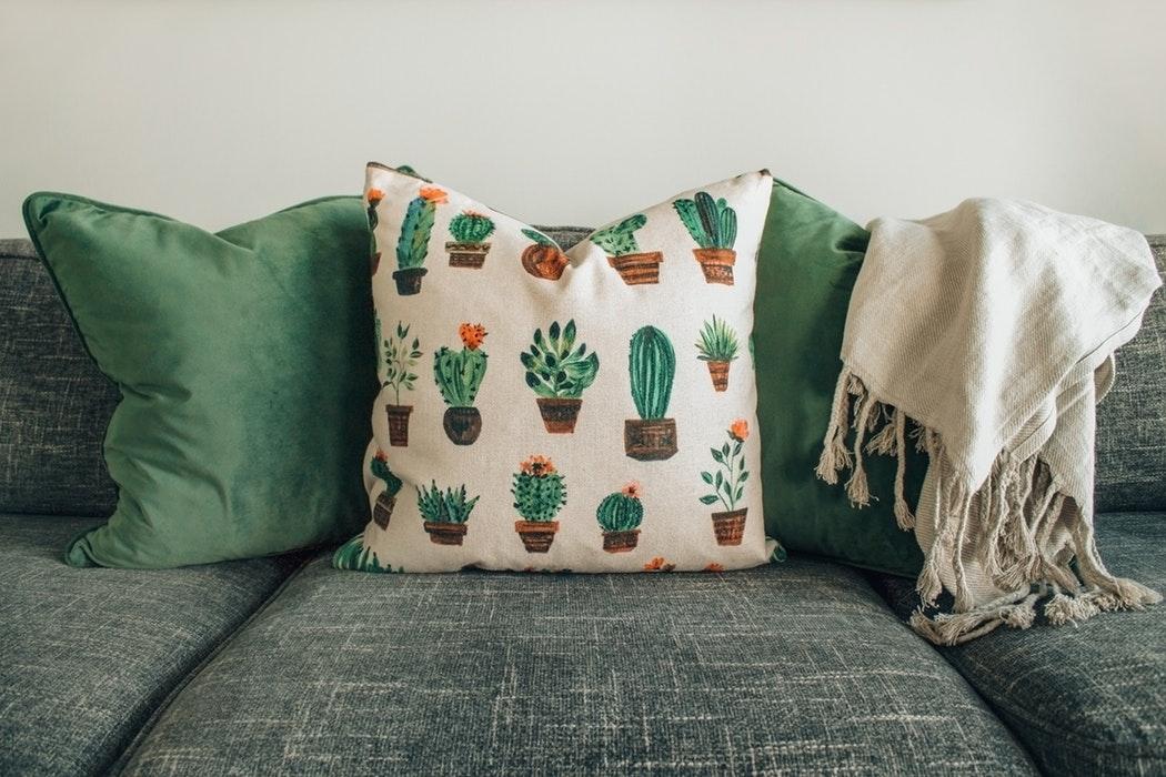 Arredamento: ecco come rinnovare il divano in modo originale