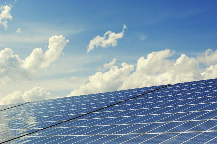 All'estero le comunità energetiche sono una realtà effettiva. In Italia sono partite sperimentazioni in alcune regioni.