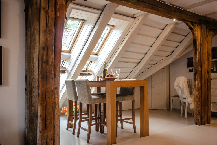 Praticità ma anche design: l'importanza della scelta dei materiali per il tavolo.