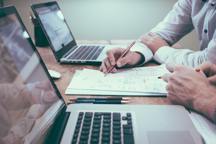 Unire due mutui pagando un'unica rata mensile per evitare il rischio di inadempienza: come funziona il consolidamento dei debiti.