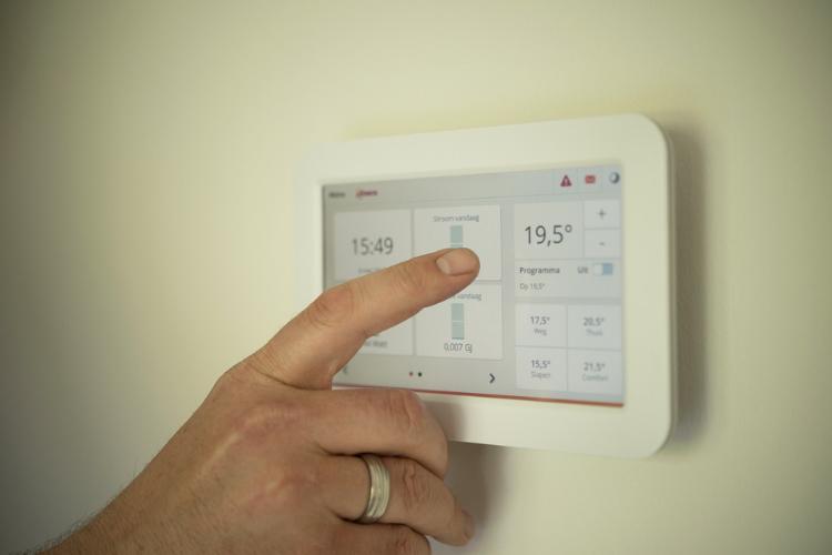 Riscaldamento sostenibile e economico: i quattro modelli di pompa di calore e il loro funzionamento.
