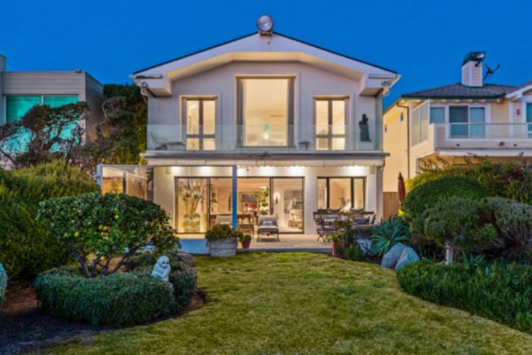 In vendita per quasi 13 milioni di dollari la villa di Frank Sinatra a Malibù.