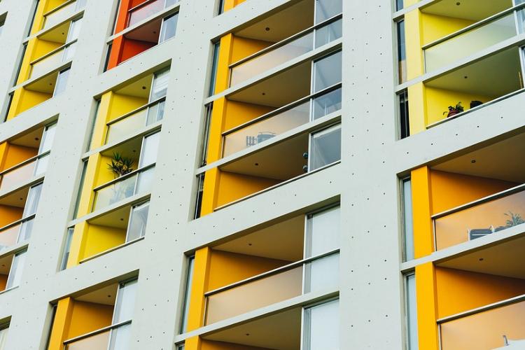 Spese urgenti sulle parti comuni del condominio: la Cassazione fa chiarezza.