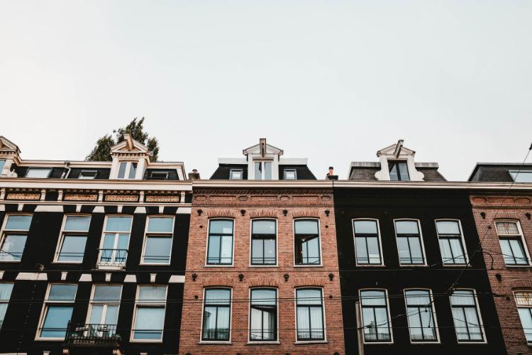 In Italia per comprare casa servono meno anni di stipendio rispetto alle grandi città europee.