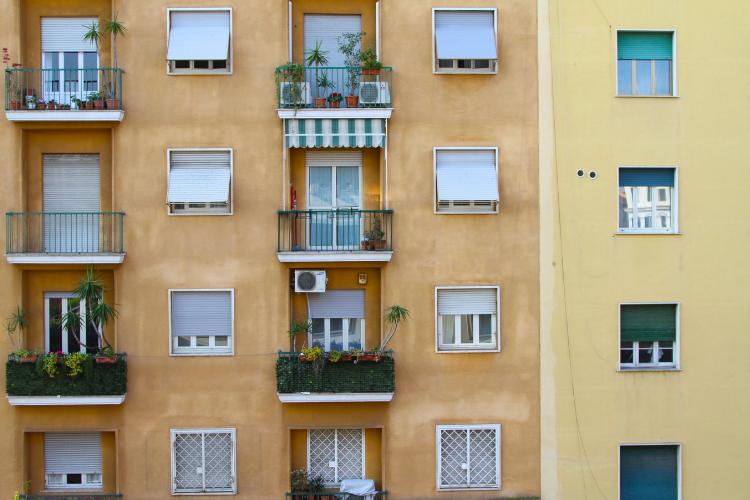 Norme e regolamenti sugli affitti brevi in condominio.