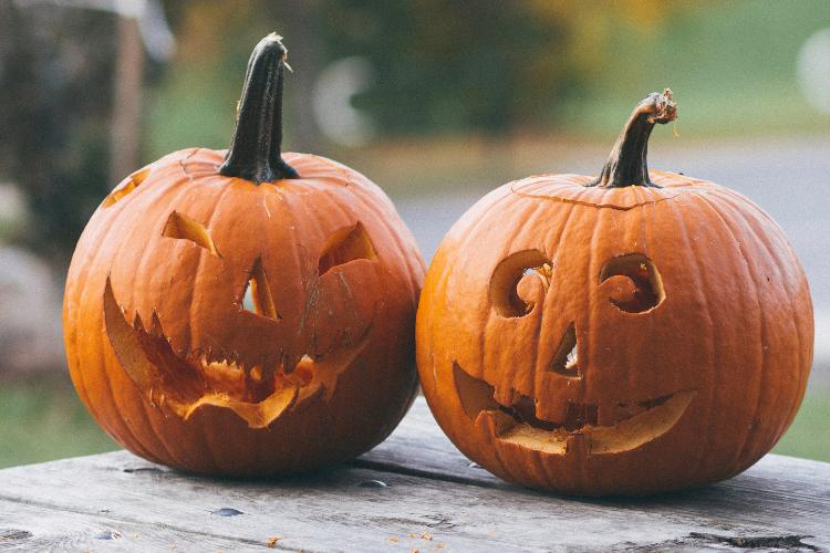 Decorare casa per Halloween.