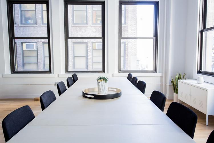 Consumare meno energia in ufficio.