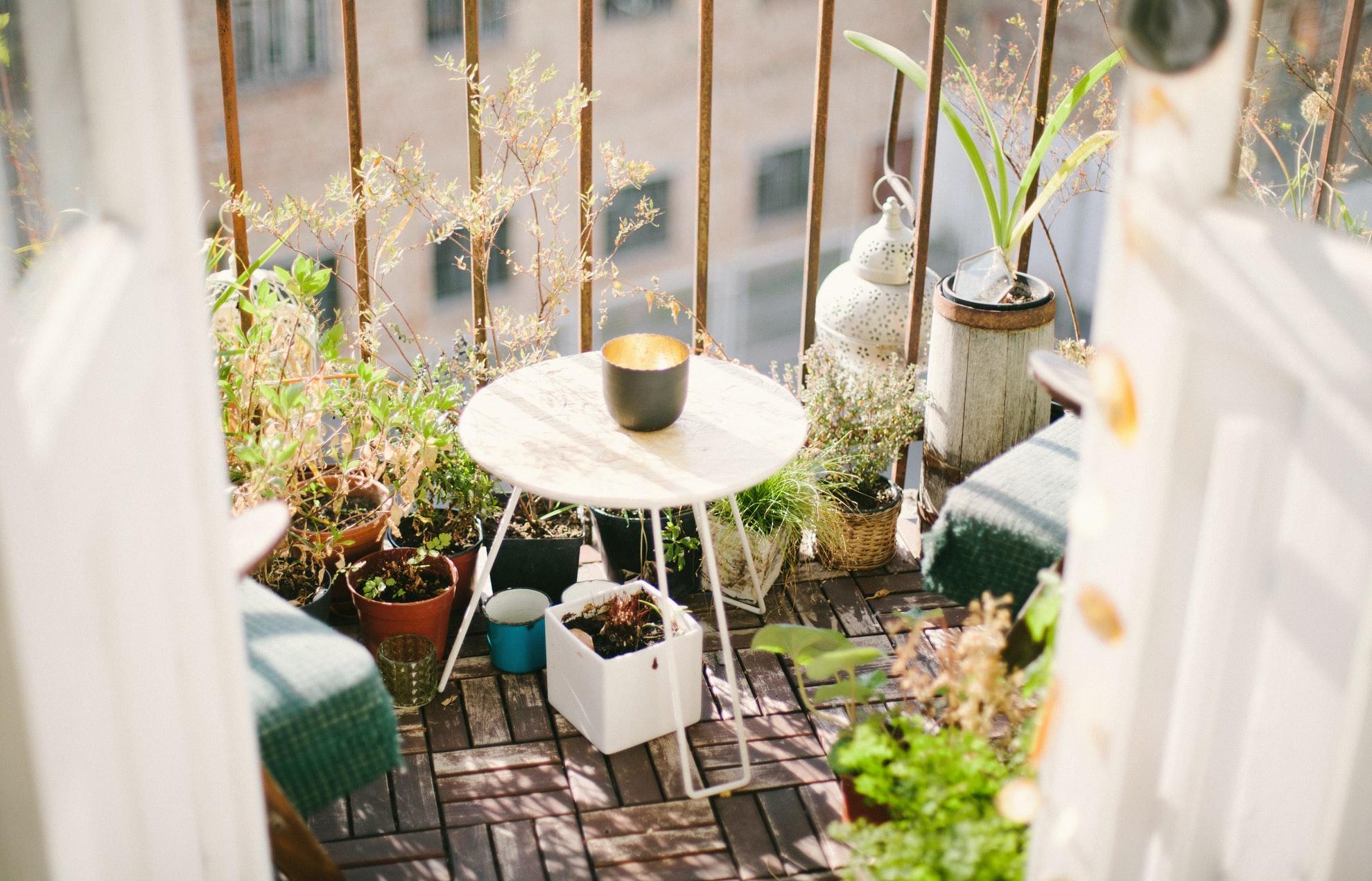 Balcone Lungo E Stretto arredo balcone: ecco i consigli per gli spazi più piccoli