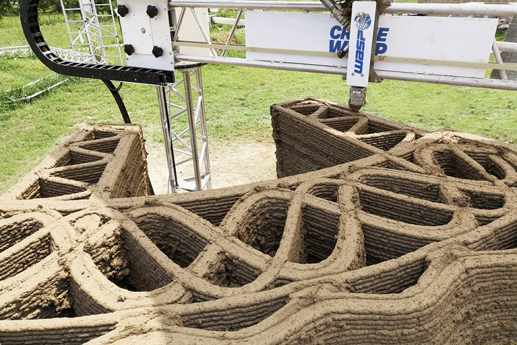 La costruzione di Tecla con materiali locali