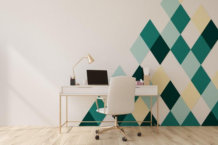 Ufficio in casa con sedia ergonimica