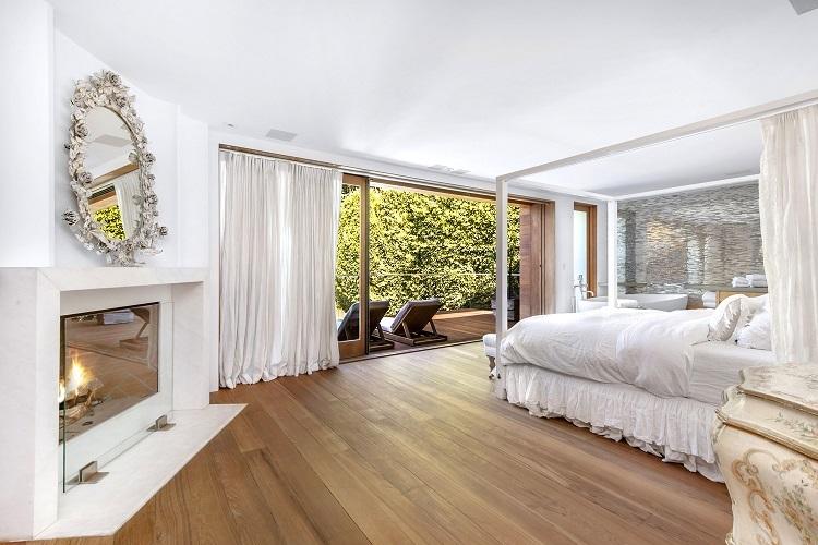 La camera da letto della villa di Pamela Anderson