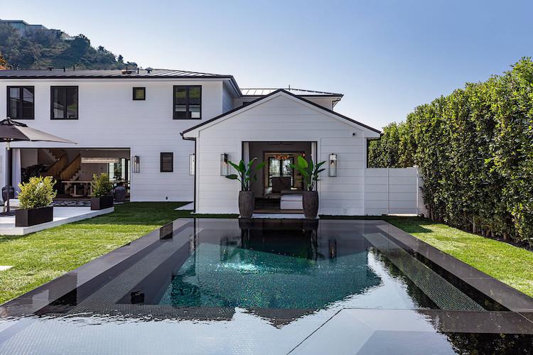 La piscina della nuova casa di Rihanna