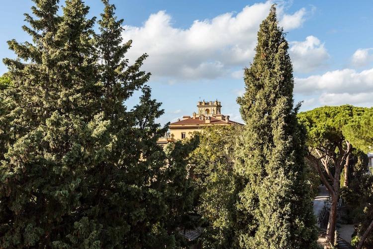 La vista su Villa Elia dal terrazzo dell'attico che fu di Fellini