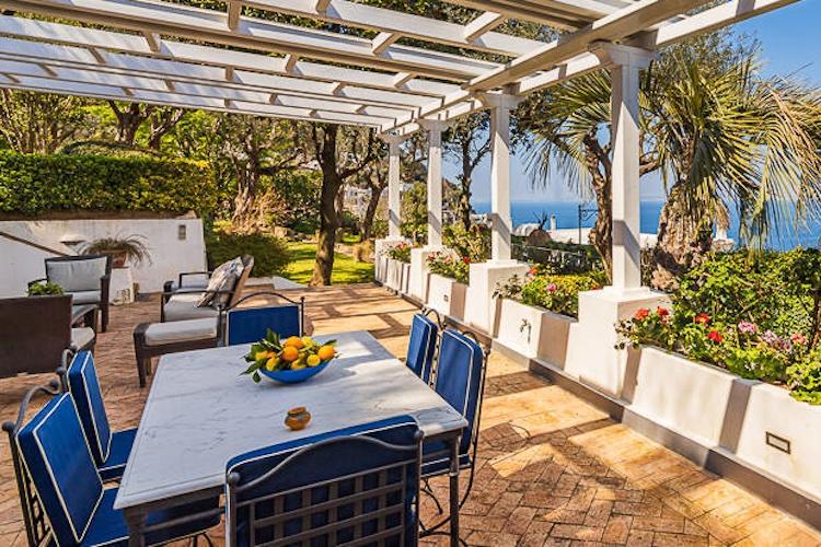 La terrazza della villa di De Sica a Capri