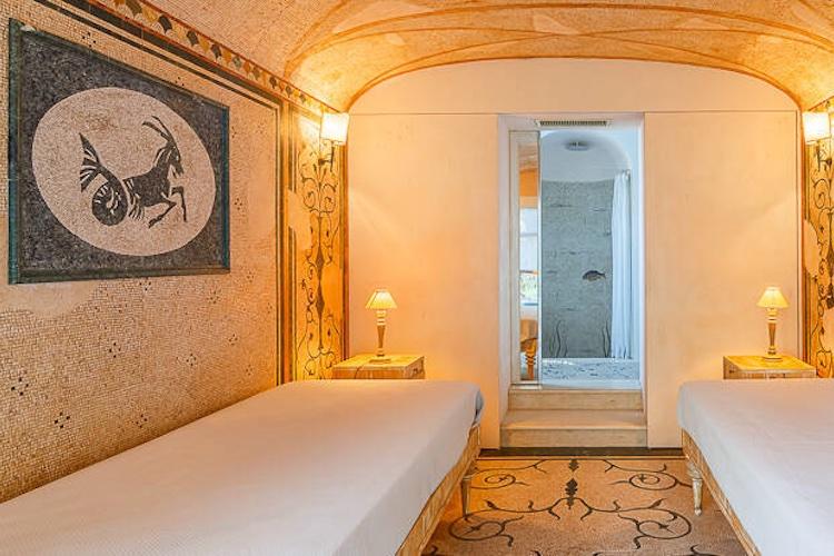 La zona spa della villa di De Sica a Capri