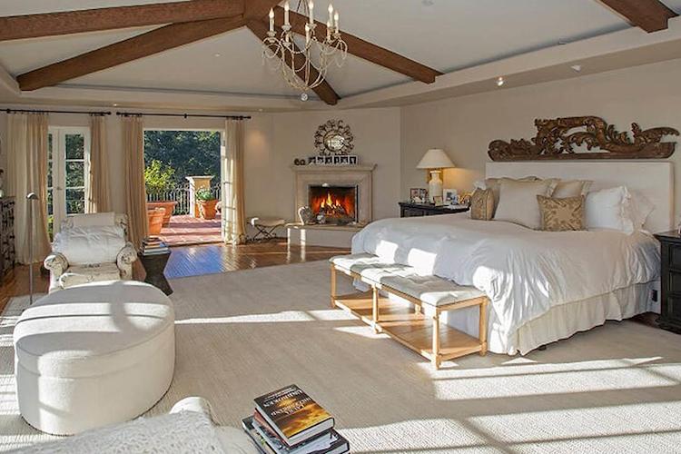 Una delle camere da letto della villa di Adam Levine