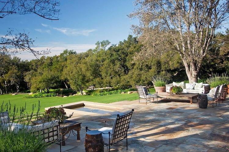 Una porzione del giardino della villa di Adam Levine