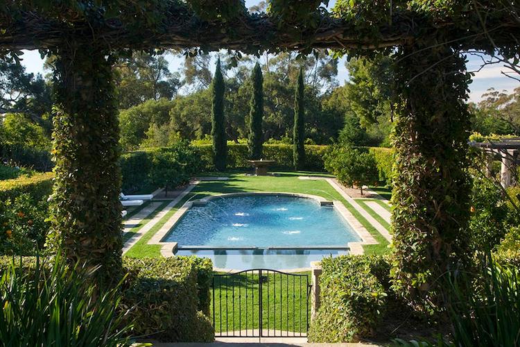 La piscina della villa di Adam Levine