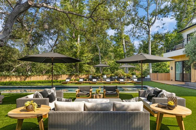 La villa di Joe Jonas e Sophie Turner, il giardino