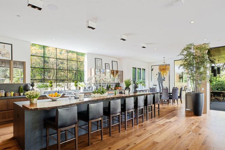 La villa di Joe Jonas e Sophie Turner, la cucina