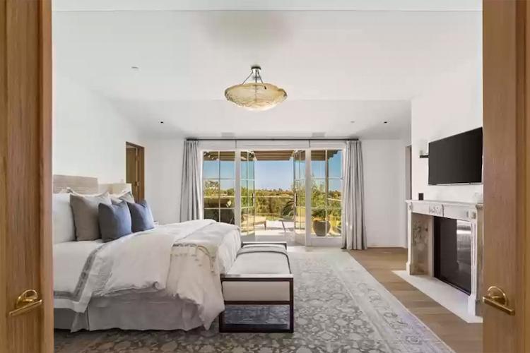 La villa di Michelle Pfeiffer in vendita - la camera da letto