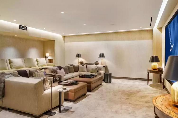 La villa di Michelle Pfeiffer in vendita - la sala cinema