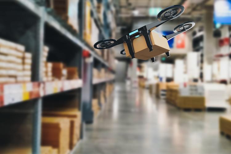 Uso di droni in un magazzino